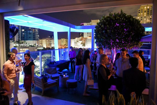 corporate-pictures-photography-rooftop-fort_lauderdale07905A3F5D0-C4A5-68A2-314B-1C2B8AF933FF.jpg