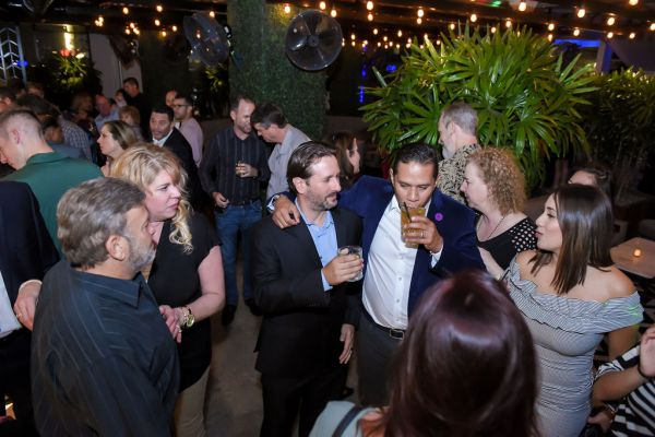 corporate-pictures-photography-rooftop-fort_lauderdale1515153EC49-F236-F55B-0F92-51CA2C3048C1.jpg