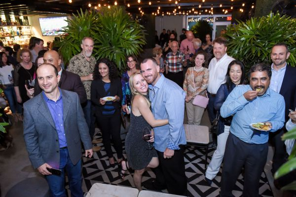 corporate-pictures-photography-rooftop-fort_lauderdale161045515F4-847F-AF8D-8686-EF055ACCAF42.jpg