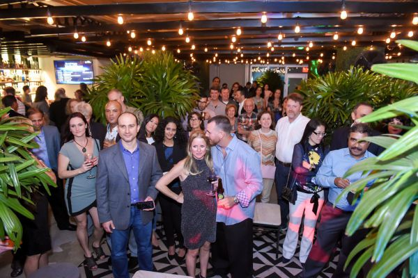 corporate-pictures-photography-rooftop-fort_lauderdale169D736FC2D-F122-0AD3-13CE-11997F58FDF3.jpg