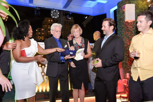 corporate-pictures-photography-rooftop-fort_lauderdale1942529CE76-04E4-675C-00C9-0652579F2B64.jpg